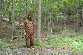 木になってる人