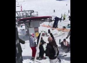 逆回転するスキーリフト