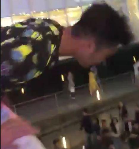 道頓堀に飛び降りる人