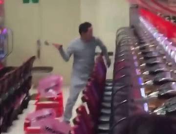 【衝撃映像】パチンコ屋さんで破壊される台や破壊する激熱な人