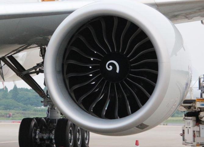 飛行機のエンジン中央にある「の」のような渦巻模様は一体何の意味があるのか