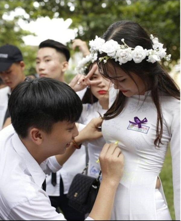 【アオザイ】ベトナムの卒業式がエチエチだと話題に